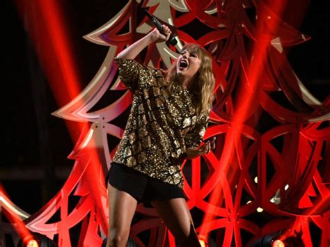 Taylor Swift's Stalker Took Knife And Mask To Her Home ...