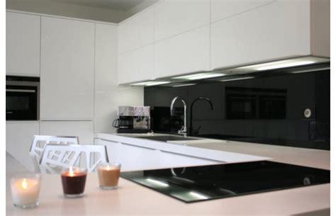 plan de la cuisine modèle québec en laque blanche brillante cuisines design