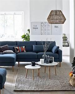 9 facons d39utiliser le bleu dans la deco du salon shake With tapis jaune avec canapé assise peu profonde