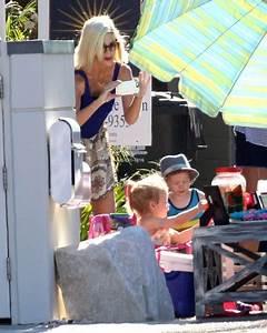 Hattie McDermott in Tori Spelling Puts Her Kids to Work ...