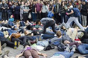 Protesters Blockade Mass. Ave. in Response to Ferguson ...