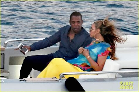 What Is To Take A Boat Ride In Spanish by Beyonce Jay Z Take A Romantic Boat Ride To Dinner In