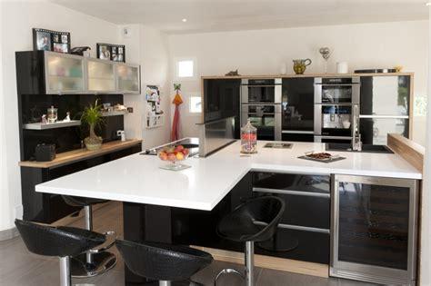 indogate cuisine noir et blanc et bois