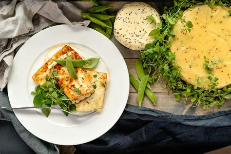dzivei.eu - Mājās gatavots Jāņu siers. Mazs knifiņš to padarīs dzeltenu kā saule! - dzivei.eu