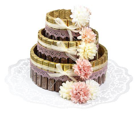 torte aus süßigkeiten basteln anleitung styropor torte mit schokoriegeln ideen mit herz