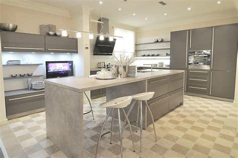 cuisine design allemande cuisine classique grise avec ilot central aubagne bouches du rhône meuble et décoration