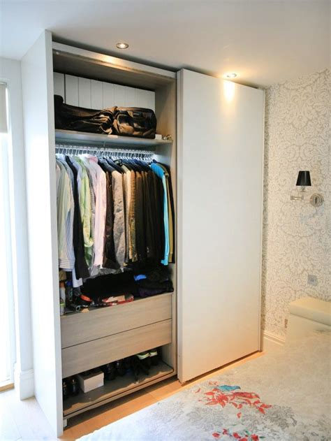 Wardrobe Closet For Small Spaces by Wardrobe Sliding Small Rooms Set Up Wardrobe In 2019