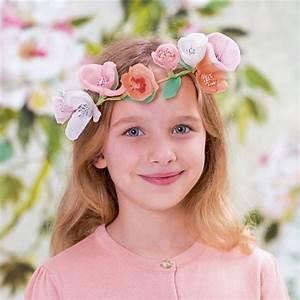 Couronne De Fleurs Mariage Petite Fille : une jolie couronne de fleurs en papier pour petite fille marie claire ~ Dallasstarsshop.com Idées de Décoration