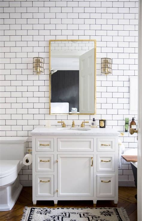 bathroom design with white subway tile