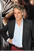 GMA  Jeremy Irons Beautiful Creatures Review   Max Irons In  The Hos     Max Irons And Jeremy Irons