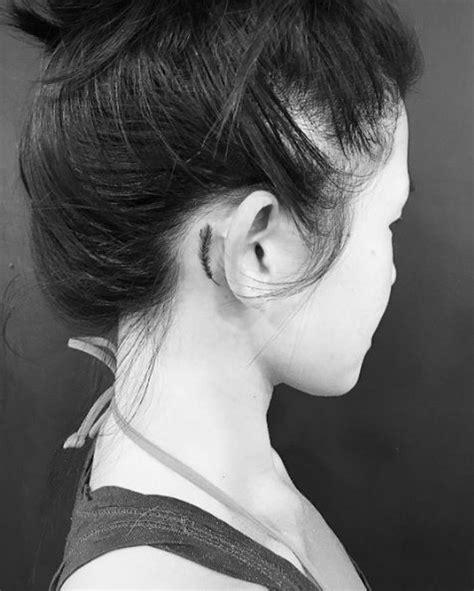 Tatouage Derrière L'oreille Plume  20 Idées De Tatouages