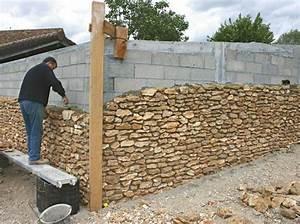 l39habillage des parpaings suite maison travaux With habiller un mur exterieur en bois 5 comment decorer un interieur avec des lames de bois