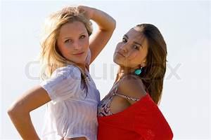 Junge Mädchen Fotos : zwei junge m dchen posieren am strand stockfoto colourbox ~ Markanthonyermac.com Haus und Dekorationen