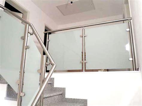 treppengeländer aus glas glasgel 228 nder bausatz f 252 r moderne balkongel 228 nder mit glas