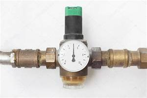 Wasser Entkalken Haus : haus wasser druckminderer stockfoto tiagoz 114424934 ~ Lizthompson.info Haus und Dekorationen
