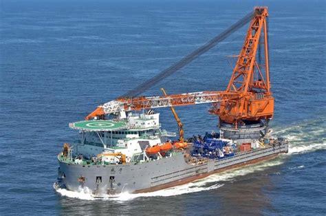 en images un bateau grue de 141 m 232 tres quitte le chantier de r 233 paration damen de dunkerque