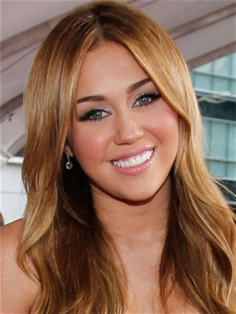 miley cyrus eye color miley cyrus at 2010 american awards popsugar