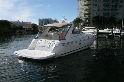 Cruiser Boats For Sale by 2001 Used Cruisers Yachts 4270 Express Cruiser Boat For