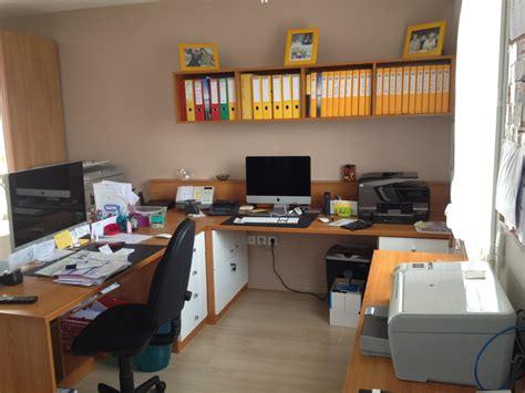 photo de bureau créez votre espace de travail avec les bureaux sur mesure