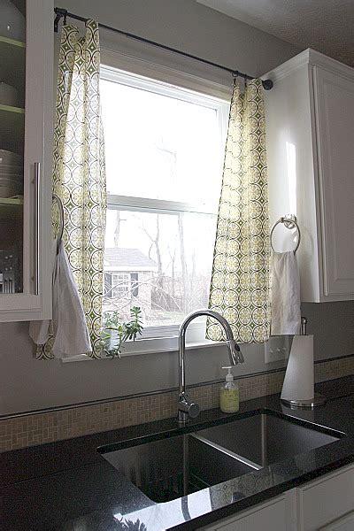 Window Treatment: Over the Sink Kitchen Curtains - Sortrachen