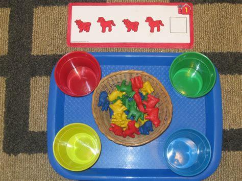 the preschool experiment farm theme tot trays 731 | 20111107 1744