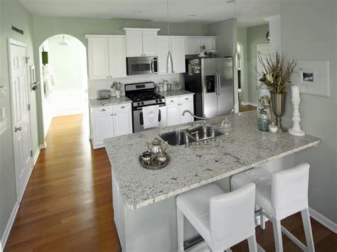 white kitchen walls photos hgtv 484 | DP Darnell Transitional Kitchen s4x3.jpg.rend.hgtvcom.1280.960