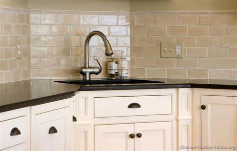 Subway Tile Kitchen Backsplash Pictures by Kitchen Idea Of The Day Subway Tile Backsplash