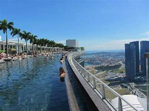 Infinity pool - Picture of Marina Bay Sands, Singapore ...