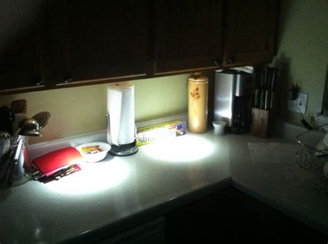Sylvania 72422 Battery-Operated LED Under-Cabinet Light