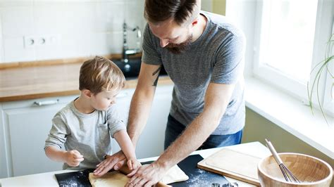 Play & cognitive development in children | Raising ...