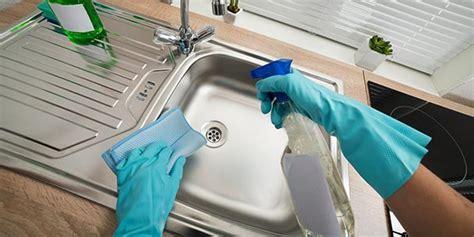 safe ways  clean kitchen sink stains