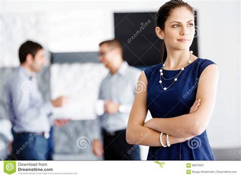 employe de bureau position attrayante d 39 employé de bureau photo stock