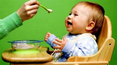 Bayi tersebut ditemukan dalam keadaan terbaring yang dibalut dengan kain, katanya. Bolehkah Anak 1 Tahun Makan Nasi - Nasi Tim Untuk Anak Usia Bayi 6 Bulan 8 Bulan sd 1 Tahun ...