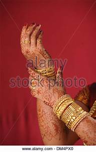 Mehndi in the hands of a bride Stock Photo: 50602644 - Alamy