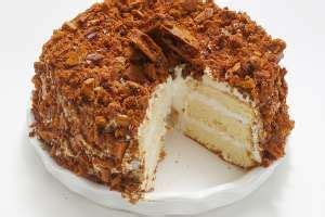 Keep the crunch separate as you chill. Recipe: Blum's Coffee Crunch Cake | Crunch cake, Coffee crunch cake recipe, Sweets recipes