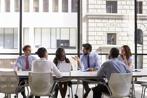 bureau d entreprise réunion d 39 équipe d 39 entreprise constituée en société dans