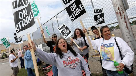 gm strike   uaw workers  spring hill plant