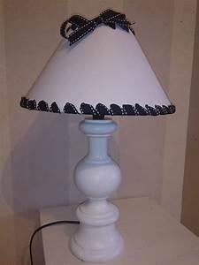 Petite Lampe De Chevet : petite lampe de chevet son pied blanc avec son abat jour noir et blanc le grenier de val rie ~ Teatrodelosmanantiales.com Idées de Décoration