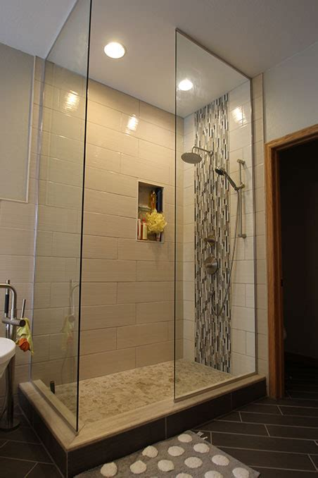vertical accent shower stripe