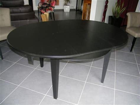 relooker table de cuisine laque noir tendance déco moderne pour une table style
