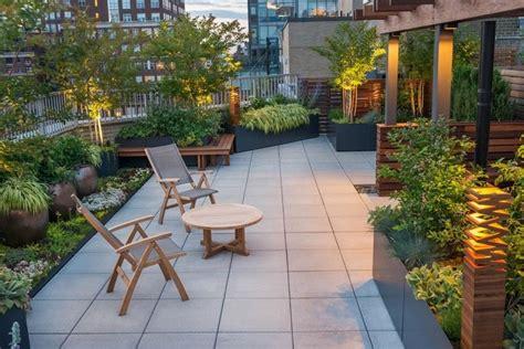 grand cache pot exterieur en tant  decoration terrasse