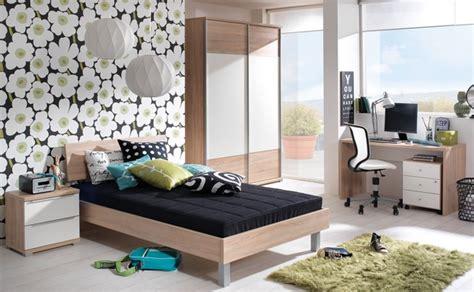 Jugendzimmer Mit Großem Bett