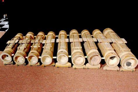 Untuk menambah wawasan dan informasi, setidaknya ada 9 alat musik tradsional yang berasal dari jawa barat. 15 Alat Musik Jawa Barat dan Cara Memainkannya - Tambah Pinter