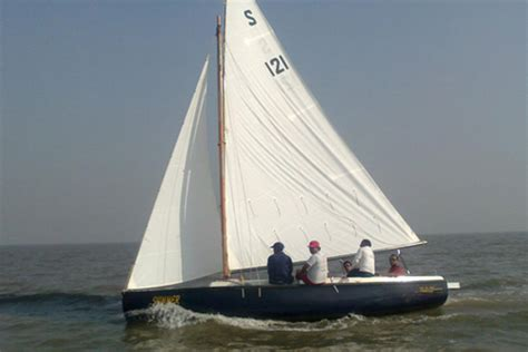 Sailing Yacht Hire by Yacht Charter In Mumbai Speedboat On Hire In Mumbai
