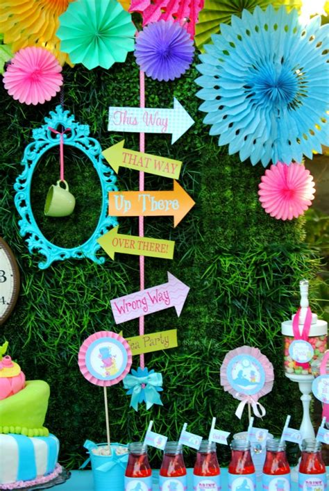 alice and wonderland table decorations 7 must haves for an alice in wonderland party catch my party