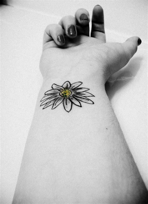 Black And White Daisy Tattoo On Girl Wrist | Daisy tattoo