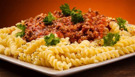 Makaroni ar malto gaļu un dārzeņiem - Tasty.lv - DELFI