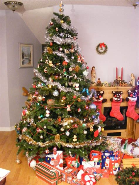 simple but beautiful christmas tree pictures my top 10 favourite songs to play whilst decorating the house thatgurljadelx