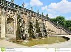 Großartige Kaskade In Den Herrenhausen-Gärten, Barocke ...
