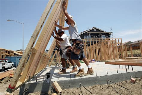 construction worker shortage weighs   hot